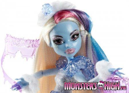 Кукла Эбби Боминабл (Abbey Bominable) крупным планом из серии Правило Призраков
